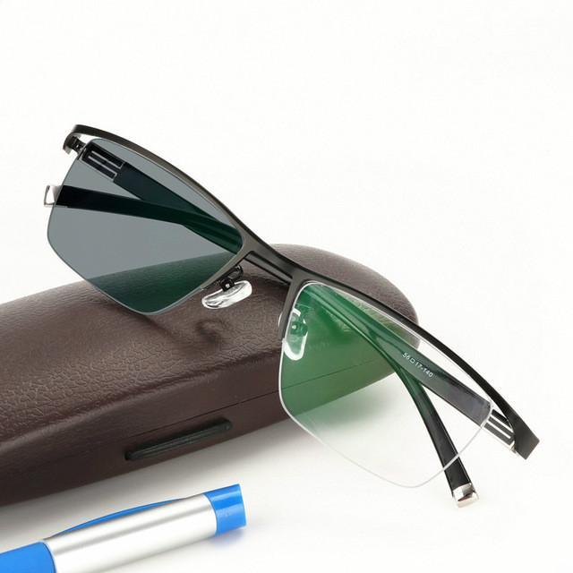 Nuevo diseño Gafas de lectura fotocromáticas Hombres Llanta media Aleación de titanio Presbicia Gafas gafas de sol decoloración con dioptrías