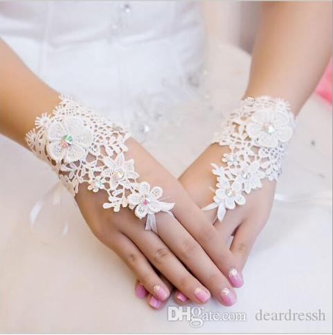 Top Sale Cheap White Ivory Lace Appliques Beaded Bridal Gloves Fingerless Wrist Length Bridal Glove Wedding Accessories Beads 2019 New