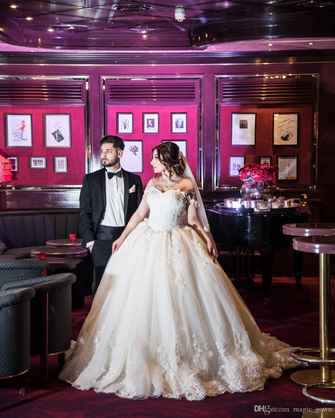 2019 Princesa Lace Ball Ball Vestidos de Noiva Off Blânulos de ombro Lantejoulas Applique Court Train Vestido de Noiva Vestido de Novia