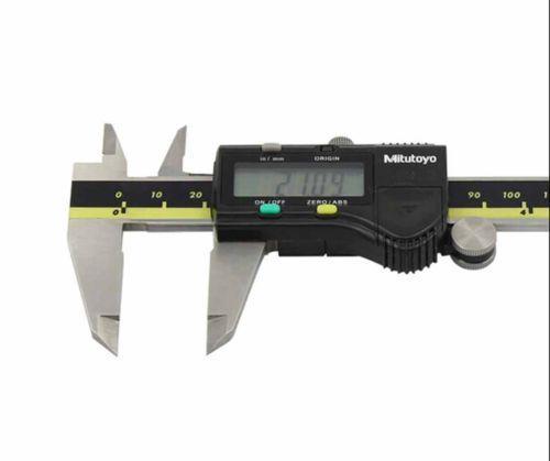 """ميتوتويو المطلق Digimatic الفرجار 0-150mm / 0-6 """"... الفرجار الرقمية مع الخارجي والداخلي فكي القياسية. صلابة هيكل الفولاذ المقاوم للصدأ"""