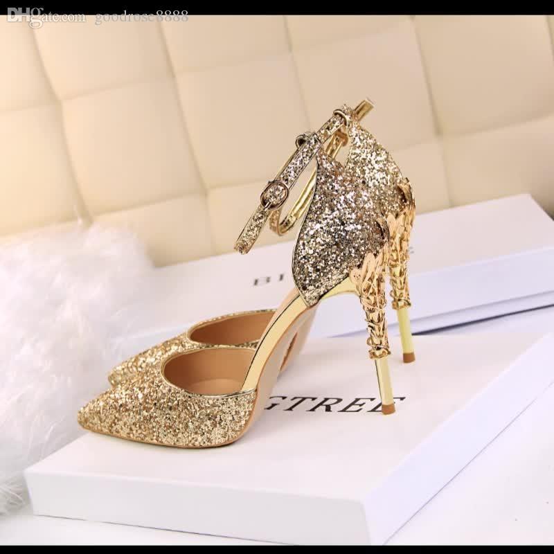 Primavera / verano 2018 princesa de cristal zapatos de lentejuelas de oro tacones altos tacones finos novia de plata puntiaguda dama de honor solo zapatos