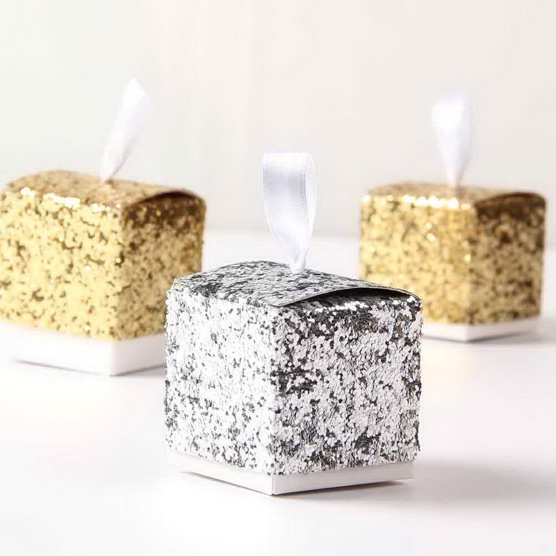 Al por mayor 50 PCS 5 * 5 * 5 cm nuevo oro favores y regalos del banquete de boda de la caja del brillo caramelo de la caja del favor de Huéspedes