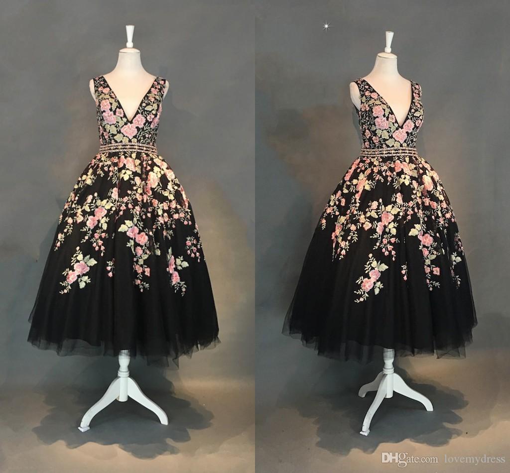 Mode Blumenblumen-Tee Länge Abendkleider formale Kleider Günstige V Ansatz Tulle Ballkleider Backless wulstige Sequins kurzer Abschlussball-Partei-Kleid