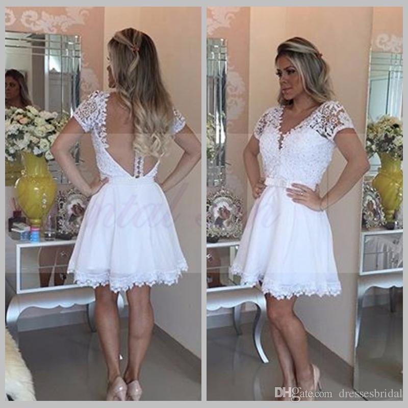 Robe cocktail 2017 robes de retour courte en dentelle blanche en dentelle perlée sexy col V