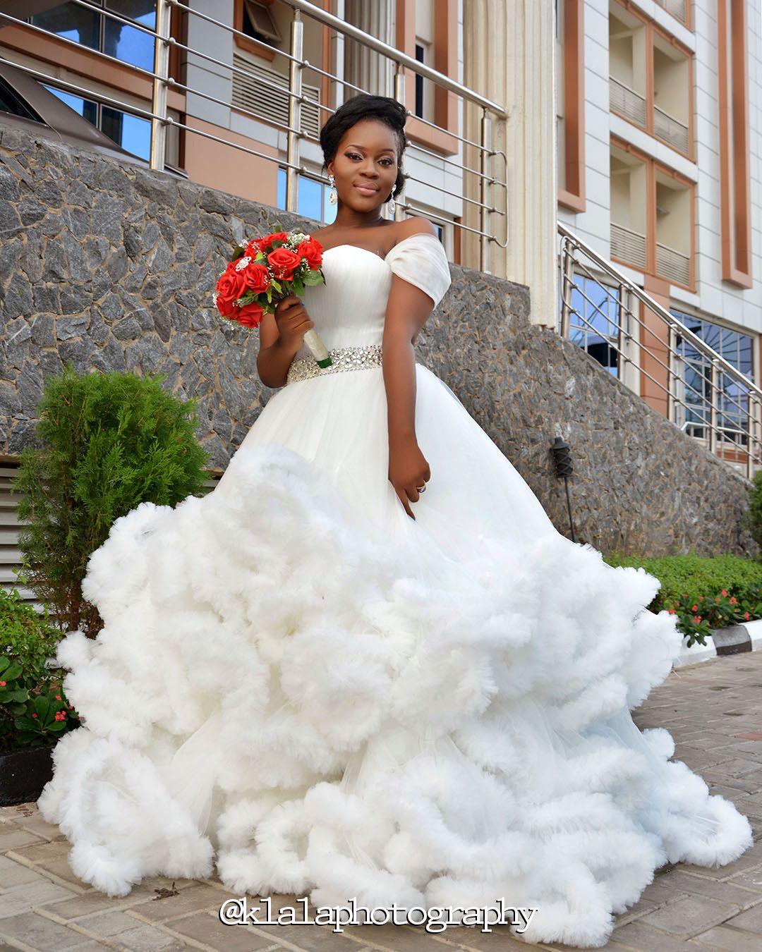 2020 weiße Ballkleider Quinceanera Kleider wulstige Wolke Design Bonbon 16-Kleider schnüren sie oben rückseitigen Schatz plus Größe Flügelärmel Brautkleid