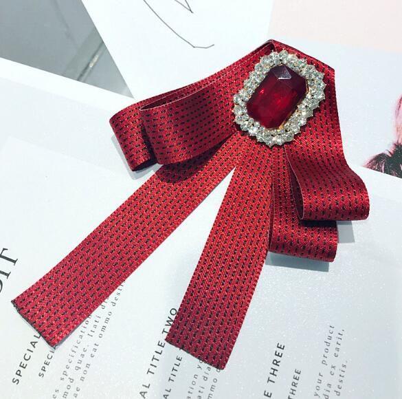 Styles Britanniques Cravate Bowknot Broches Rétro Gemmes De Cristal Broche Pins Polka Dot Ruban Corsage Femmes Chemise Accessoires Bijoux