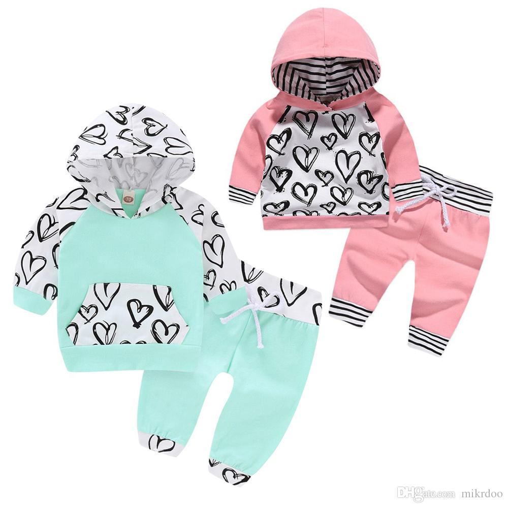 Mikrdoo Çocuk Bebek Bebek Boys Girls Love Kalp Baskı Giyim Seti Kapşonlu Üst Pantolon Sevimli Pamuk 2PCS Kıyafet Sonbahar Stil Giyim