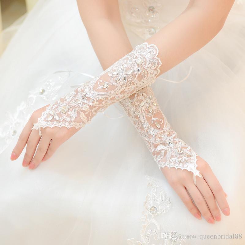Nuevo 2019 Guantes de novia largos de diamantes de imitación exquisitos Apliques de encaje Baratos En stock Envío rápido Guantes de boda Accesorios de mano
