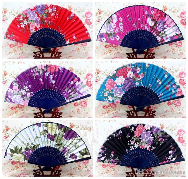 Tragbarer japanischer Gewebe-Handventilator 50pcs Bambusblumenfertigkeits-Silk faltende Fans für Hochzeiten Partei-Frauen bevorzugen Fan-Großverkauf