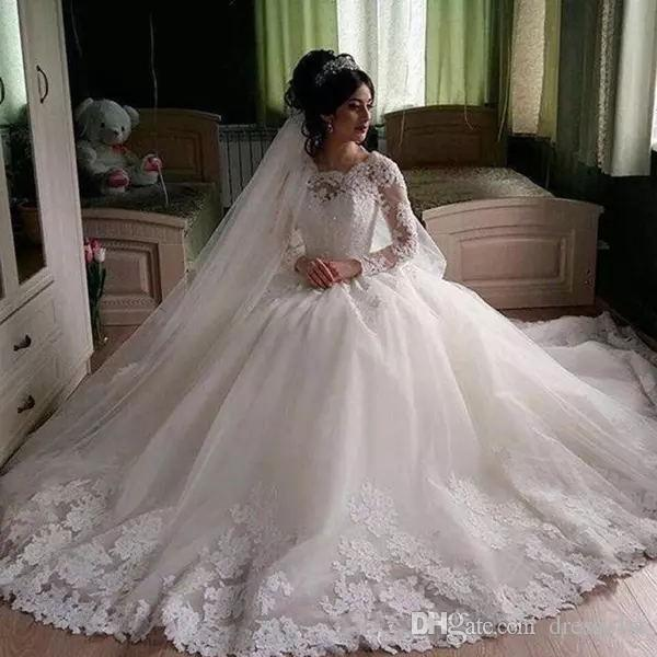 Top Quality Arabic Long Sleeve Wedding Dresses 2018 Scalloped Neck Shiny Beaded Lace Bodice Full Skirt Appliqued Hem Vintage Bridal Gowns