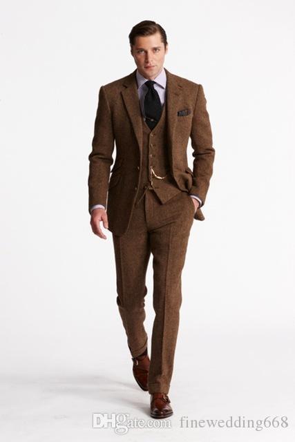 Popular Notch Lapel Dos botones Cool Khaki Wedding Groom Tuxedos Trajes de hombres Boda / Baile de graduación / Cena Best Man Blazer (chaqueta + corbata + chaleco + pantalones) M25
