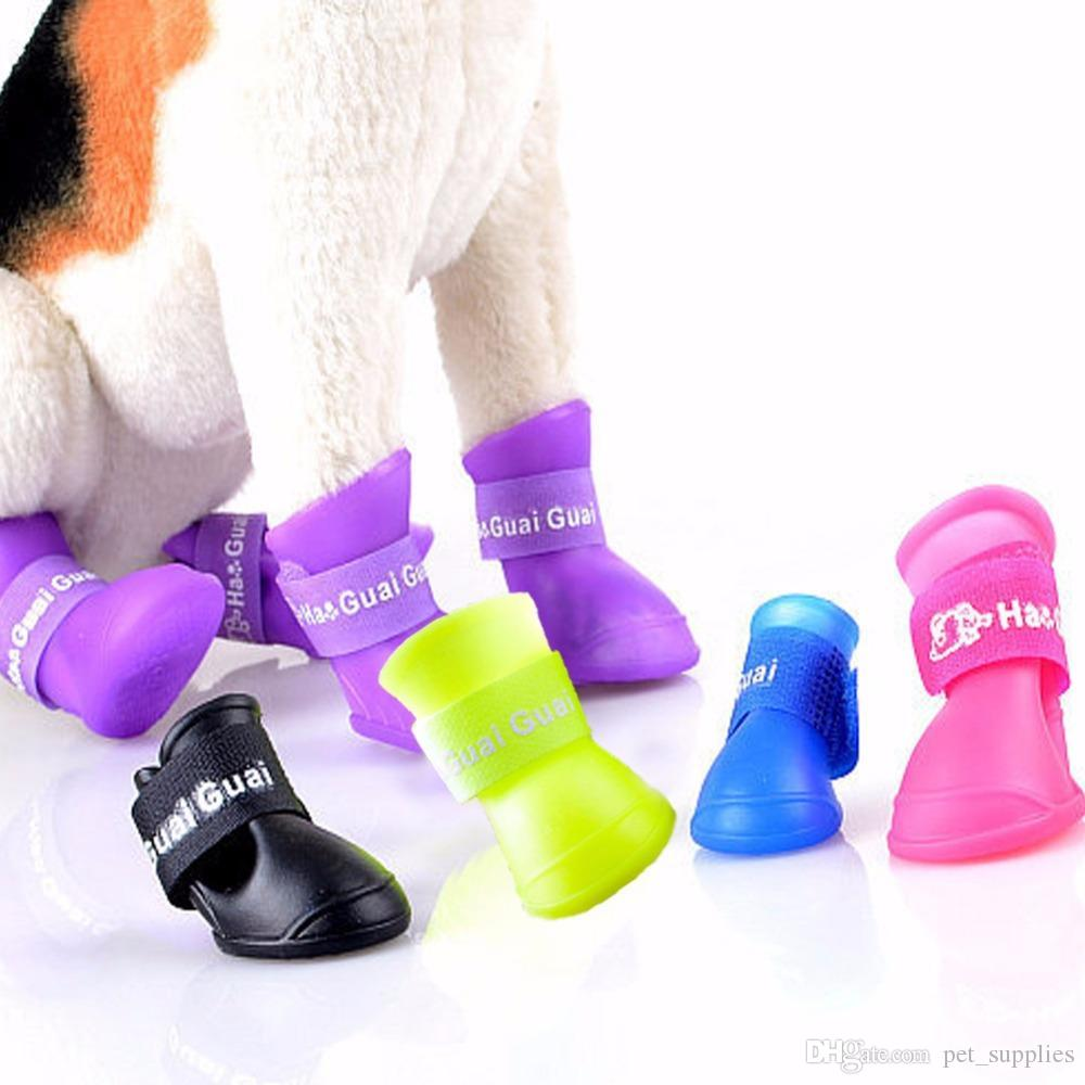 2017 hot vender dog shoes cães de estimação à prova d 'água shoes anti slip projeto teddy botas de chuva shoes marca de moda pet sapato ao ar livre fg