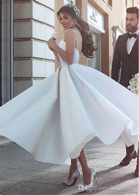 خمر شاطئ الكرة بثوب فساتين الزفاف السباغيتي الأشرطة التفتا الشاي طول مثير الرباط البلد أثواب الزفاف منخفض العودة جميلة منتفخ مشد الأعلى