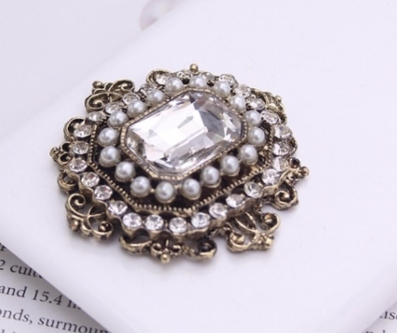 Spilla antica in stile vintage tono cristallo oro e perla senza spilla