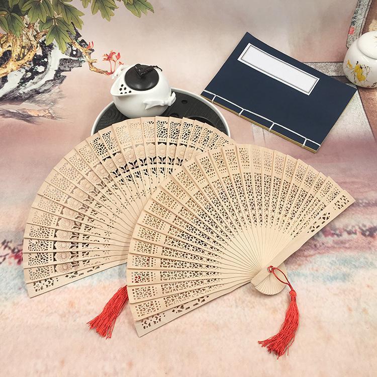 El proceso de grabado del marco de la ventana de la señora fragante ventilador de madera pequeños regalos de estilo chino diseño del paisaje japonés abanico plegable