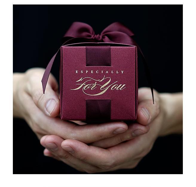 Frete grátis 50 pcs favor do casamento e presentes caixas de doces de luxo ambos os lados da fita rosa vermelho 8 cores caixa de presente diy um presente para os hóspedes
