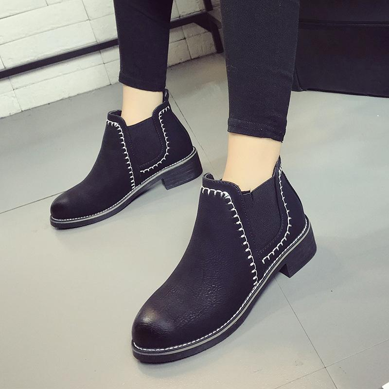 188011bd3b5 Fashion Vintage Women Ankle Boots Soft Leather Flat Shoes Comfortable Women  Boots Lace Up Leather Classic Shoes Booties Football Boots From Beasy111,  ...
