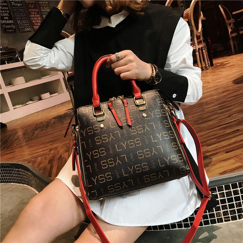 Famous Brand Ladies Bolsos de mano de las mujeres Bolsos de cuero de la PU Bolsas de hombro medio 2018 Bolsas de viaje de los nuevos sacos de estilo New Fashion / Abril
