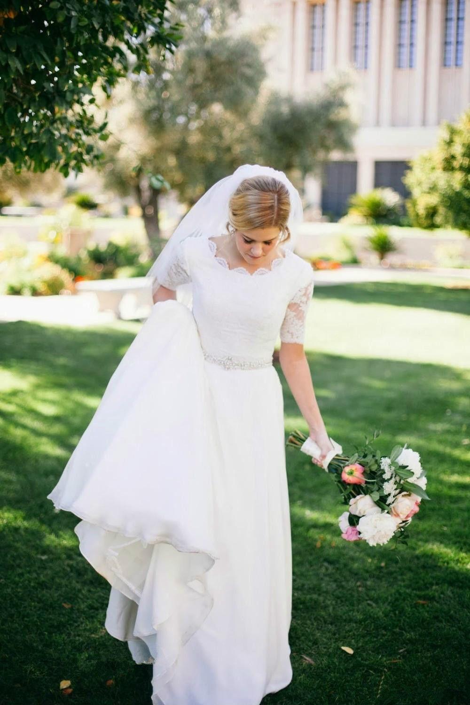 Vestidos de novia de una línea de encaje de jardín 2019 Vestido De Novia Beads Sash Scoop Neckline Sweep Train Half Sleeve Modest Chiffon Nupcial Vestidos W206