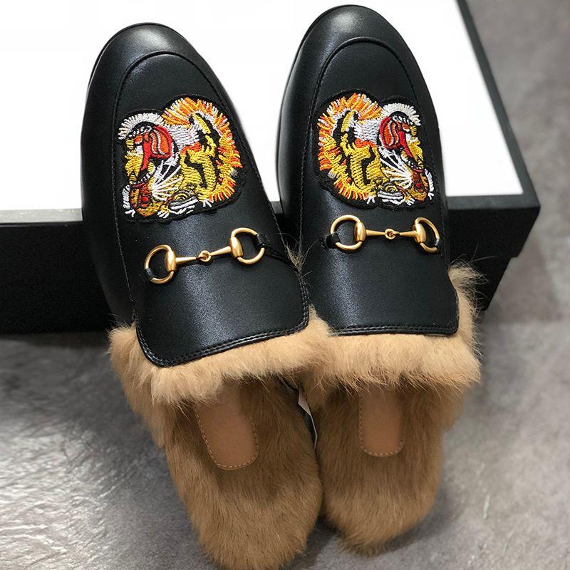 Zapatos hombres mulas Pisos piel zapatillas de moda de los holgazanes de bordado Princetown tigre peludo Diapositivas Muller deslizador de la sandalia de las mujeres con la caja