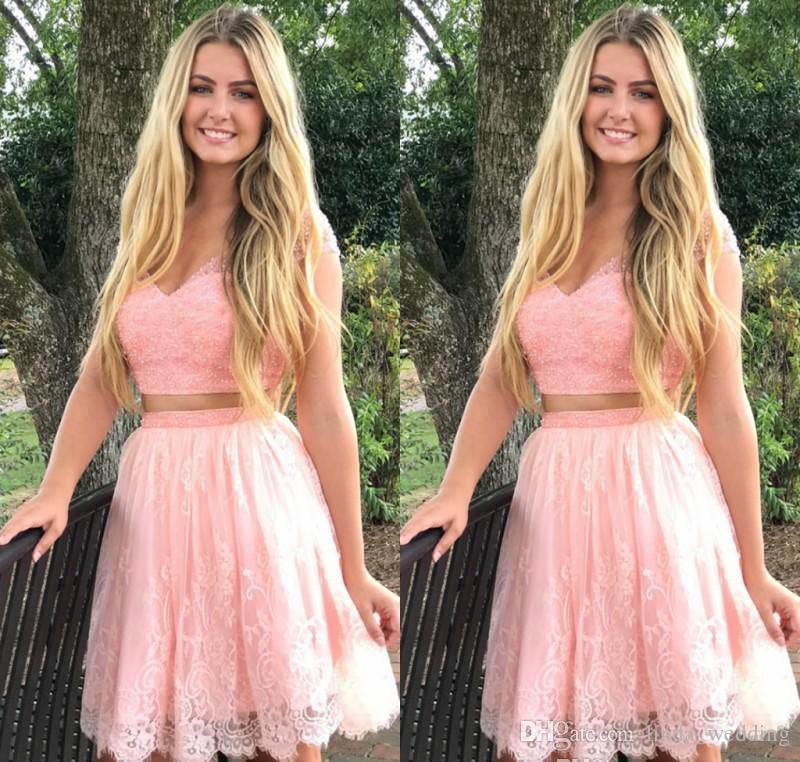 2019 Barato Pink Lace vestido de regreso a casa una línea V cuello Juniors dulce 15 graduación cóctel vestido de fiesta más tamaño por encargo