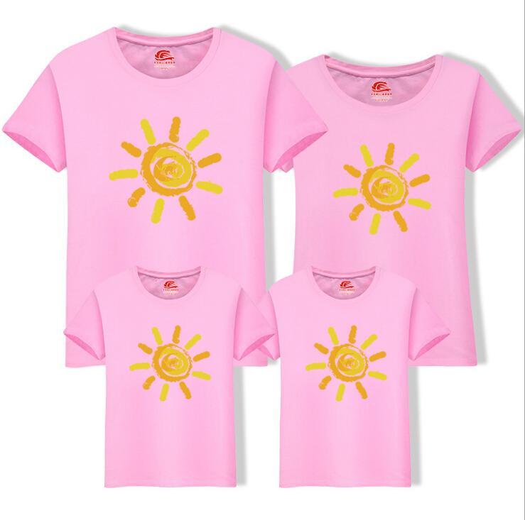 Homens Mulheres T-shirt Da Família Roupas Combinando Sun Impresso Algodão camiseta de Manga Curta Pai-Filho Casuais Roupas de Verão Da Família