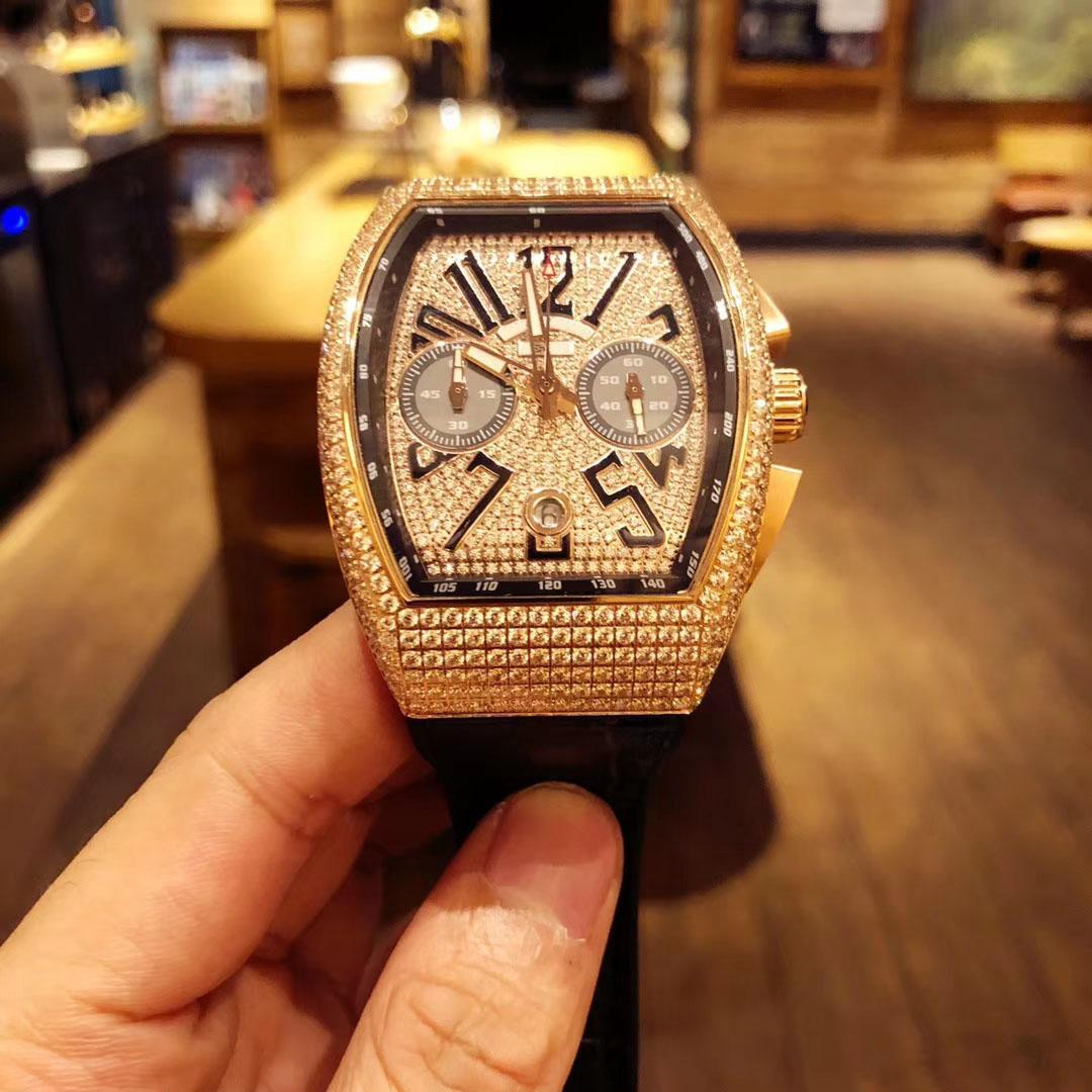 La montre de luxe des hommes de diamant avec le mouvement à quartz japonais importé, le diamant 316 plein d'acier de coquille, le bracelet en cuir importé, le diamètre 40mm * 55mm