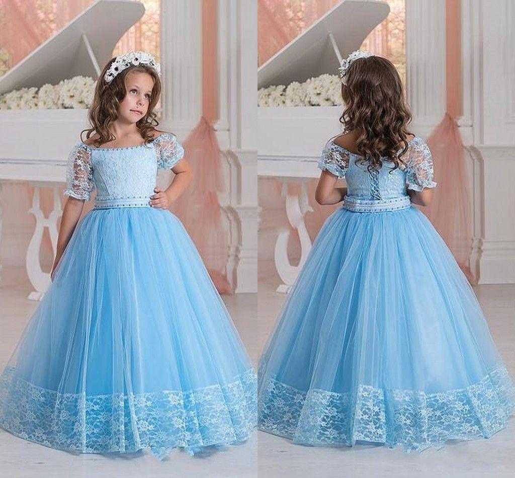 Robes de filles de fleurs bleu ciel sur des cristaux d'épaule dentelle perlée à manches courtes robe de première communion enfant en bas âge
