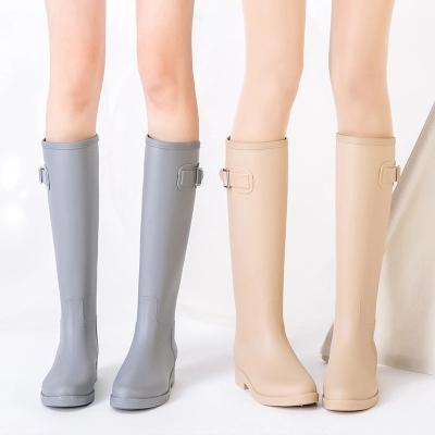 Acheter PVC Femmes Bottes De Pluie Bottes Filles Dames Grandes Bottes Femmes Couleur Pure Pluie En Plein Air En Caoutchouc Chaussures D'eau Pour Femme