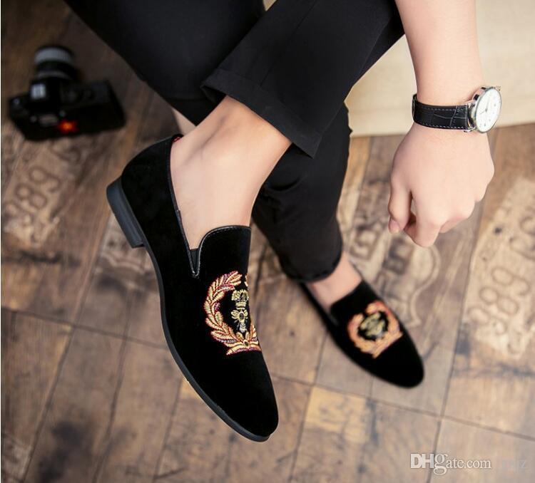 2018 nuovo stile moda casual da uomo mocassini ricamo mens scarpe in vera pelle mocassini oxfords uomo festa di nozze appartamenti s327