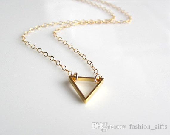 1PC 작은 중공 삼각형 목걸이 기하학적 삼각형 목걸이 간단한 다각형 기하학 V 목걸이 여성 남성 철 삼각형 행운의 보석