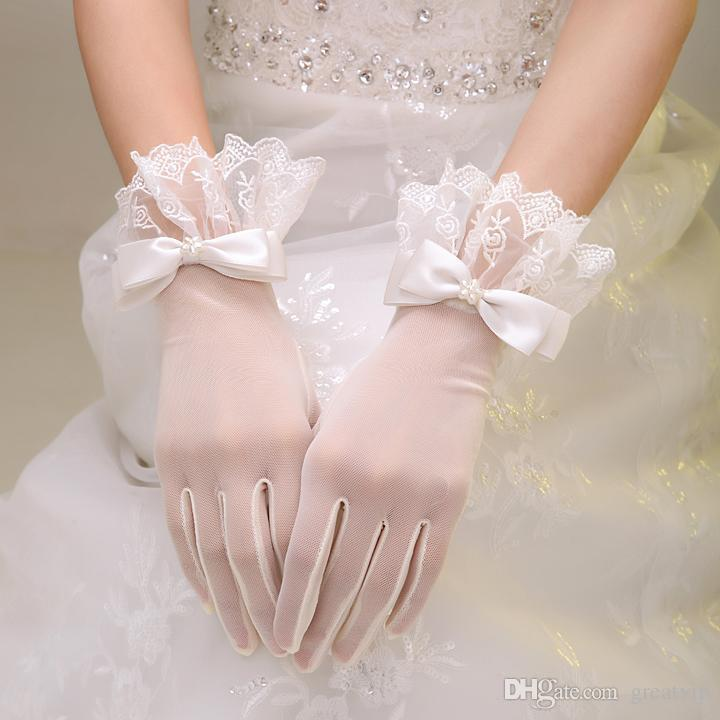 New Arrivals Modern Elegant Lace Tulle Bridal Gloves Short Wedding Dresses Bridal Gloves With Bow Full Finger Evening Party Gloves Cheap