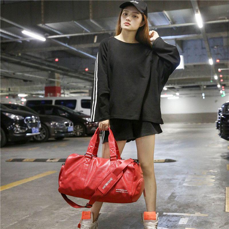 Unisex Travel PU Travel Courcage 2021 Кабина Reistas Bags Многофункциональная сумка Большая емкость Черная красная мода Женщины Duffle Bag CTXMW