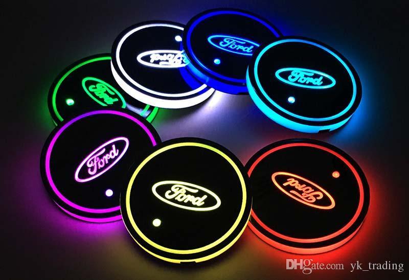 2pcs / set Ford Mondeo F150 Exploror attenzione Logo distintivo dell'automobile ha condotto Acqua Brillante tazza del rilievo Groove Mat luminoso Coasters Atmosfera Luce