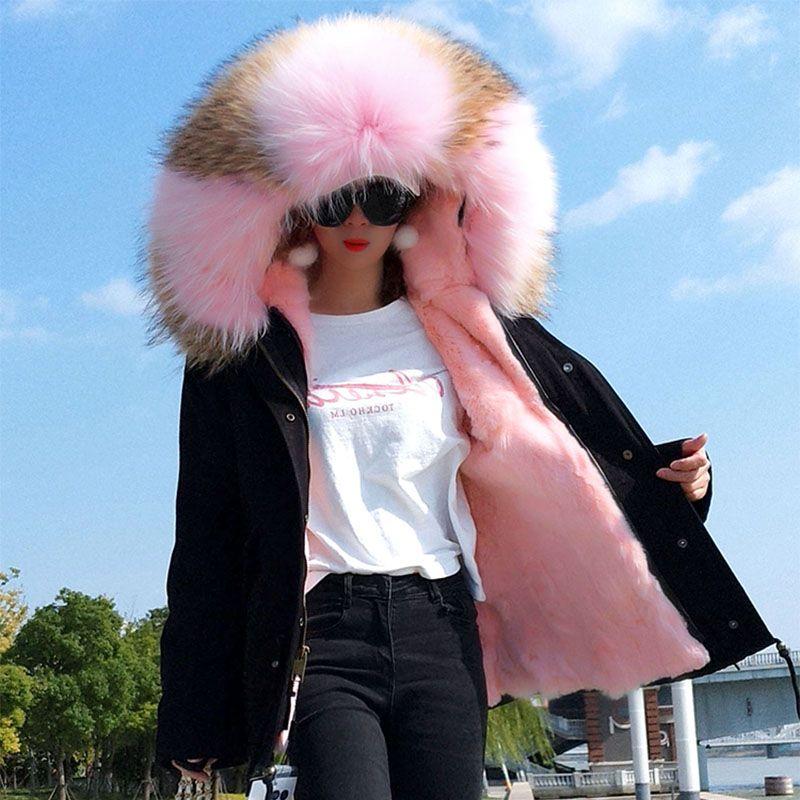 2018 Neues Angebot Rosa brauner Waschbärpelzbesatz Kapuzenpulli MAOMAOKONG Marke Damen Schnee Mäntel rosa Kaninchenfell gefüttert schwarz Mini Parkas Schweden Norwegen