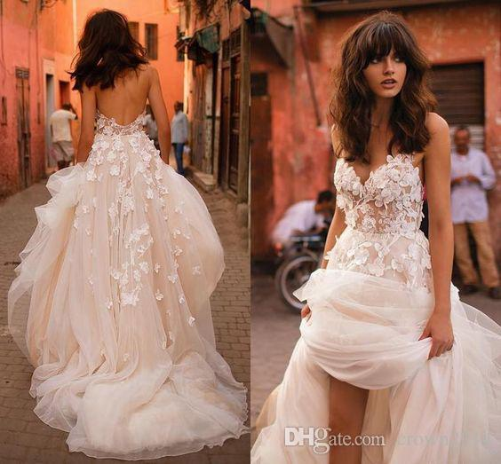 2019 Beach Wedding Dress with 3D Floral V-neck Tiered Skirt Backless Plus Size Spaghetti Straps Garden Country Toddler Bridal Gowns