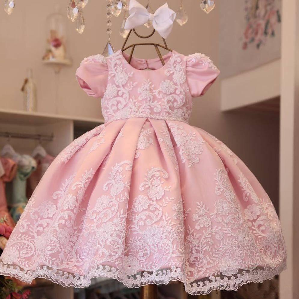 Neue Ankunft Spitze Ballkleid Blumenmädchenkleider Für Hochzeiten Appliques Kleine Mädchen Festzug Kleid Kurzen Ärmeln Perlen Erstkommunion Kleider