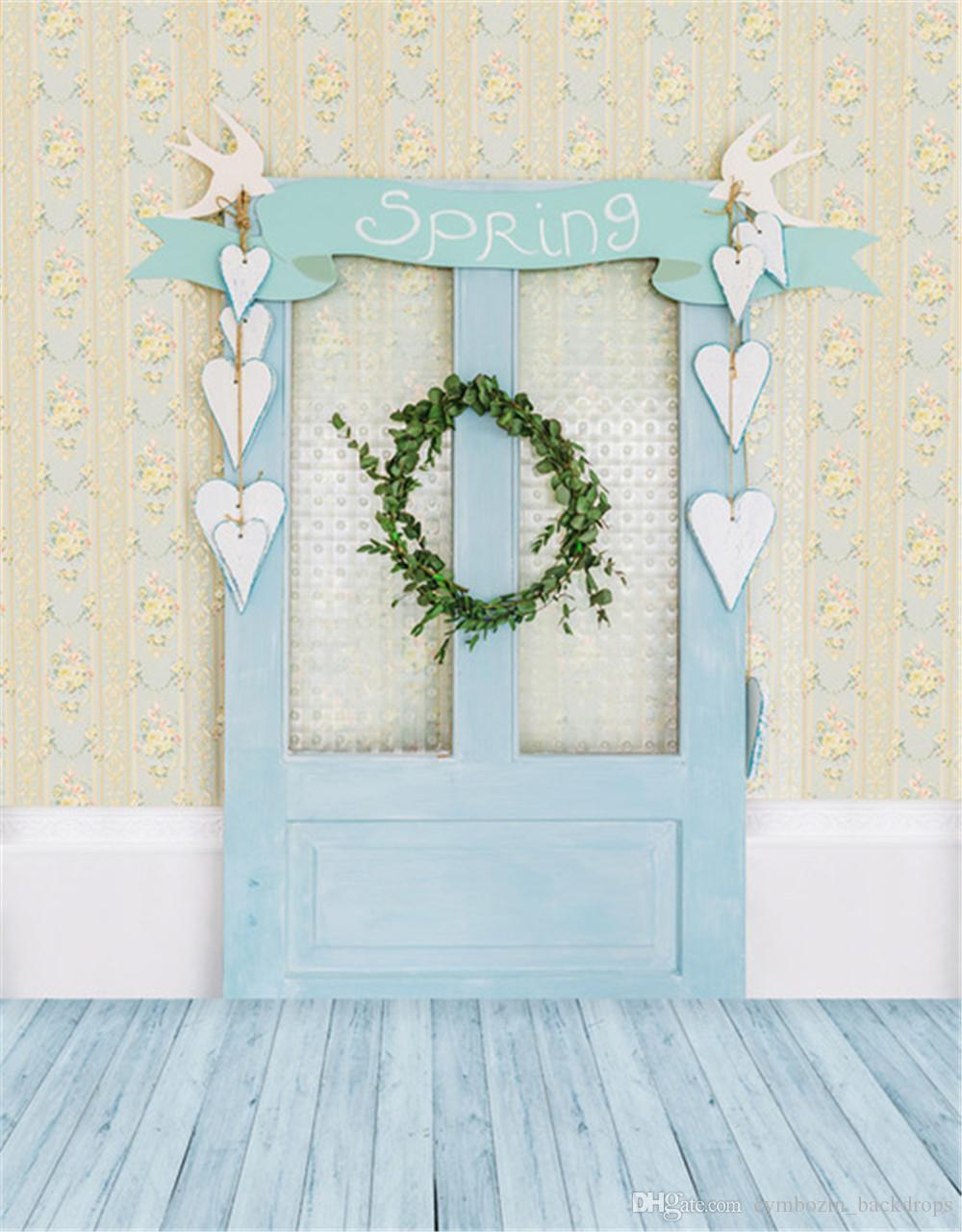 Light Blue Wooden Door Photography Backdrops Wood Floor Printed Love Heart Decors Green Leaves Wreath Baby Kids Photo Backgrounds for Studio