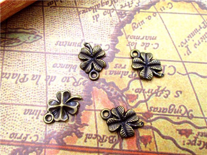 90pcs - Antique bronze Quatro folhas trevos flores encantos pingentes 17x11mm