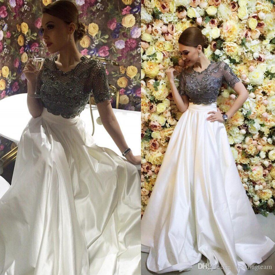 Impresionantes dos piezas Vestidos de baile Joya en el cuello Una línea Mangas cortas Vestidos de noche con cuentas Vestido hasta el suelo Satinado Apliques Vestido formal