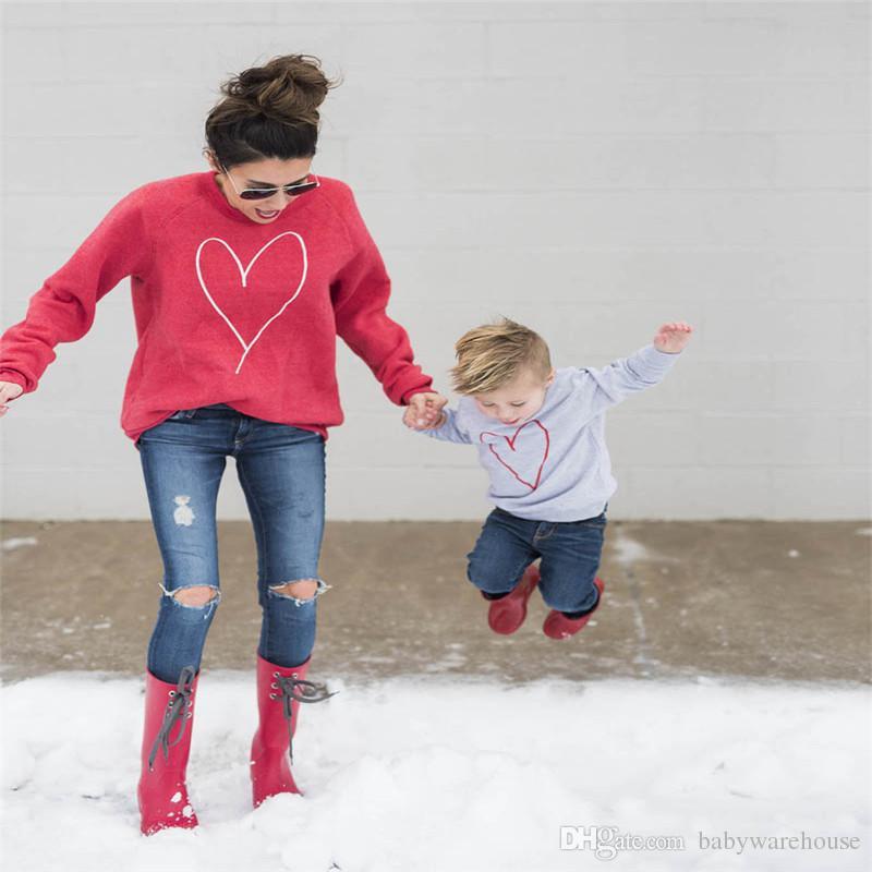 Nova Família Roupas Combinando Mãe Filha Filho Amor Coração Impressão Hoodies Mamãe e Me Outfits Outono Primavera Camisola Do Esporte Suéter