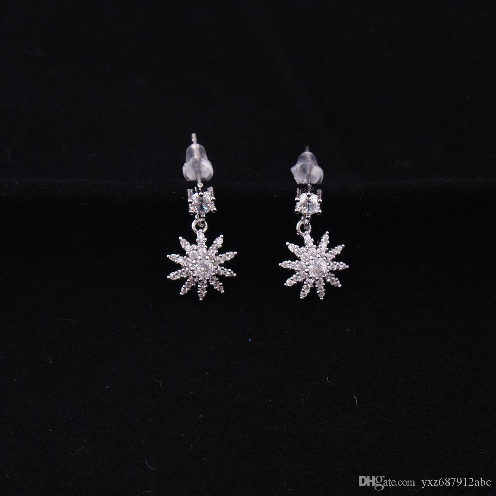 2018 Hot Sale Women Studs Earrings Beautiful Flower Shape Design Sparkling Crystals Copper Material Drop Shipping