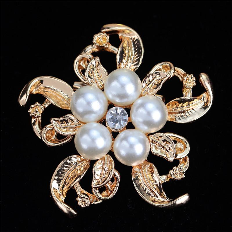 2021 New Bride Engagement Fashion Imitation Pearl Brooches Rhinestone Flower Alloy Women Brooches For Wedding Banquet