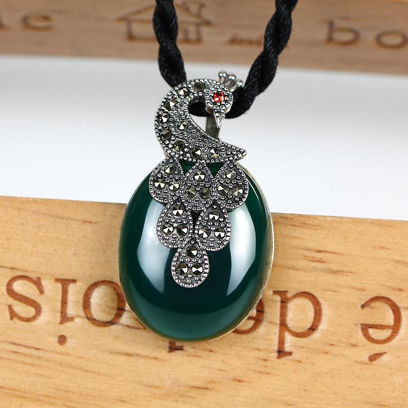 925 pure silver natural green agate peacock opens the pendant sweater necklace.