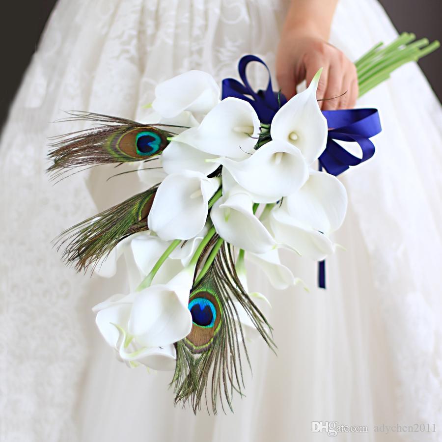 Biały Bukiet ślubny Calla Peacock Unikalne Niestandardowe Sztuczne Kwiaty Royal Blue Wstążka Bukiet Bridal Brobet Symulacja