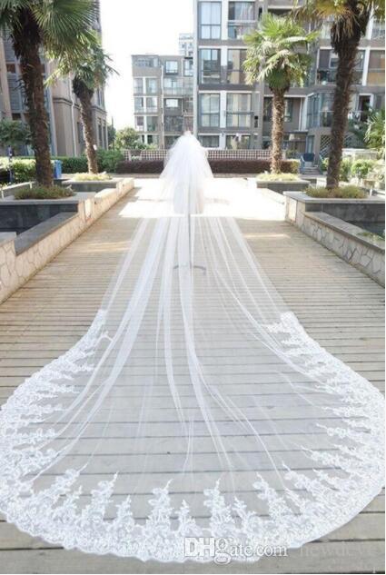 Bling Bling Crystal Bridal Veils Cathedral lunghezza Accessori da sposa 2020 Appliques pizzo Via da sposa con pettini in magazzino