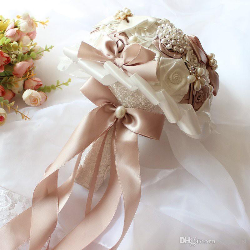 Muhteşem Düğün Buketleri Yeni Varış 2018 Gelin Buketi Saten Güller Kristaller İnciler Kurdela ile Süslenmiş Yapay Gelin Çiçekler