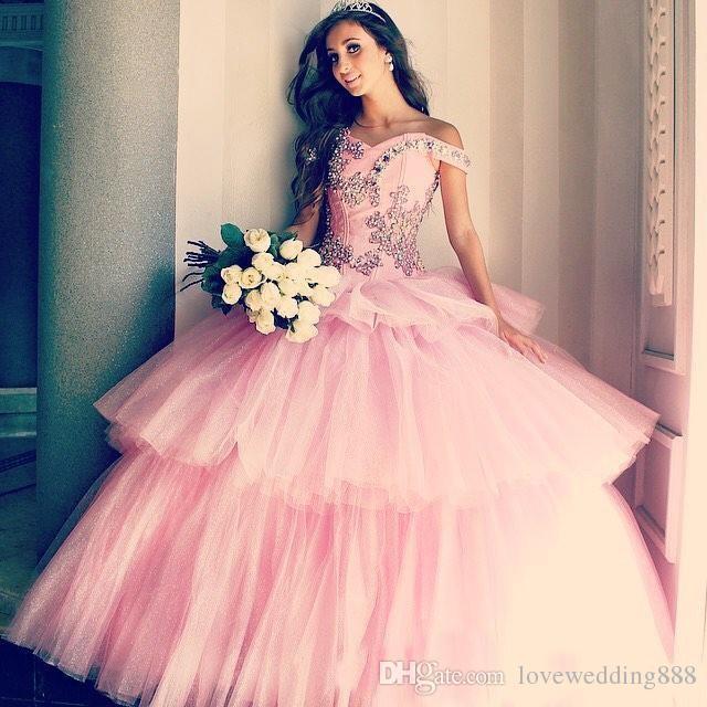 2018 Abiti da Quinceanera con palloncino dolcemente rosa per 16 perle maniche a cuffia con cappuccio in cristallo Abiti da ballo a strati Gonna in tulle a strati