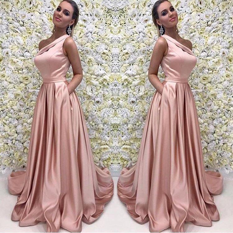Loja De Vestidos De Festa Rose Gold Long Prom Dress 2018 Elegante Um Ombro Sem Mangas Uma Linha Até O Chão De Cetim Vestidos De Noite Da Dama De Honra