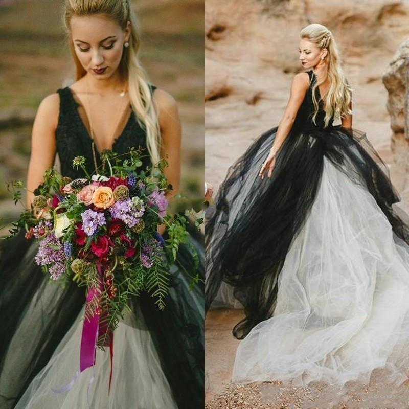 Vintage schwarz und Elfenbein Strand Brautkleid Gothic tiefem V-Ausschnitt ärmellose Spitze Top Tüllrock rückenfreie Brautkleider
